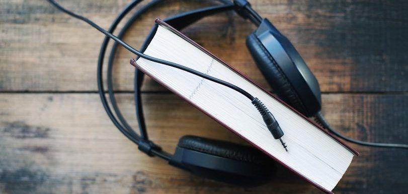Editoriales experimentan produciendo libros solo en audio y promoviéndolos en un podcast