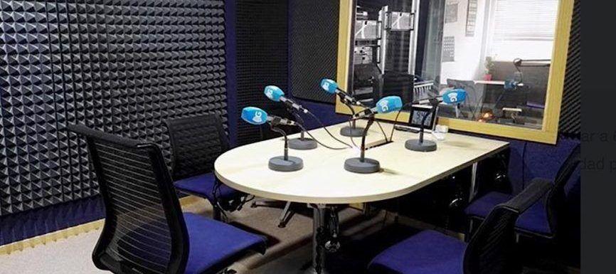 Renuevan estudio madrileño de grabación de podcasts