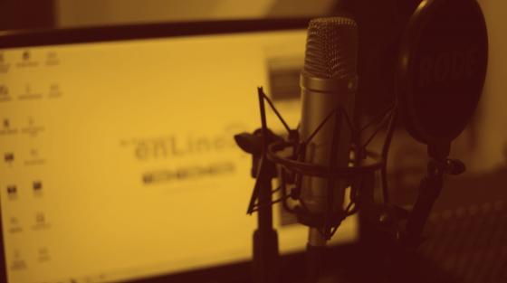 Hay muchas herramientas para grabar entrevistas online pero ninguna es perfecta. Dependerá de la señal de internet, la tuya y de la persona a la que entrevistas, los ruidos ambientales y la calidad original del audio