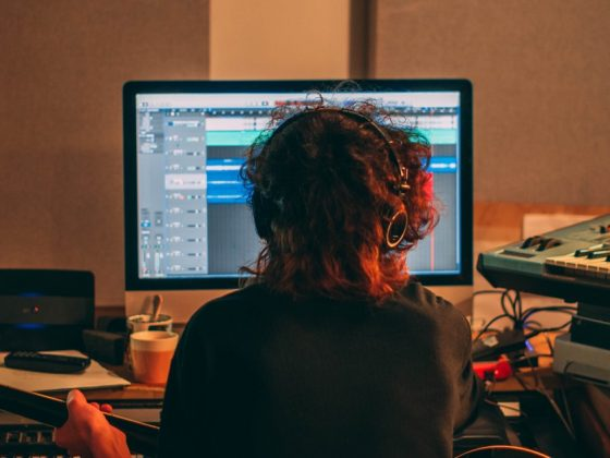 La RIAA pide que eliminen podcasts que usan música ilegalmente