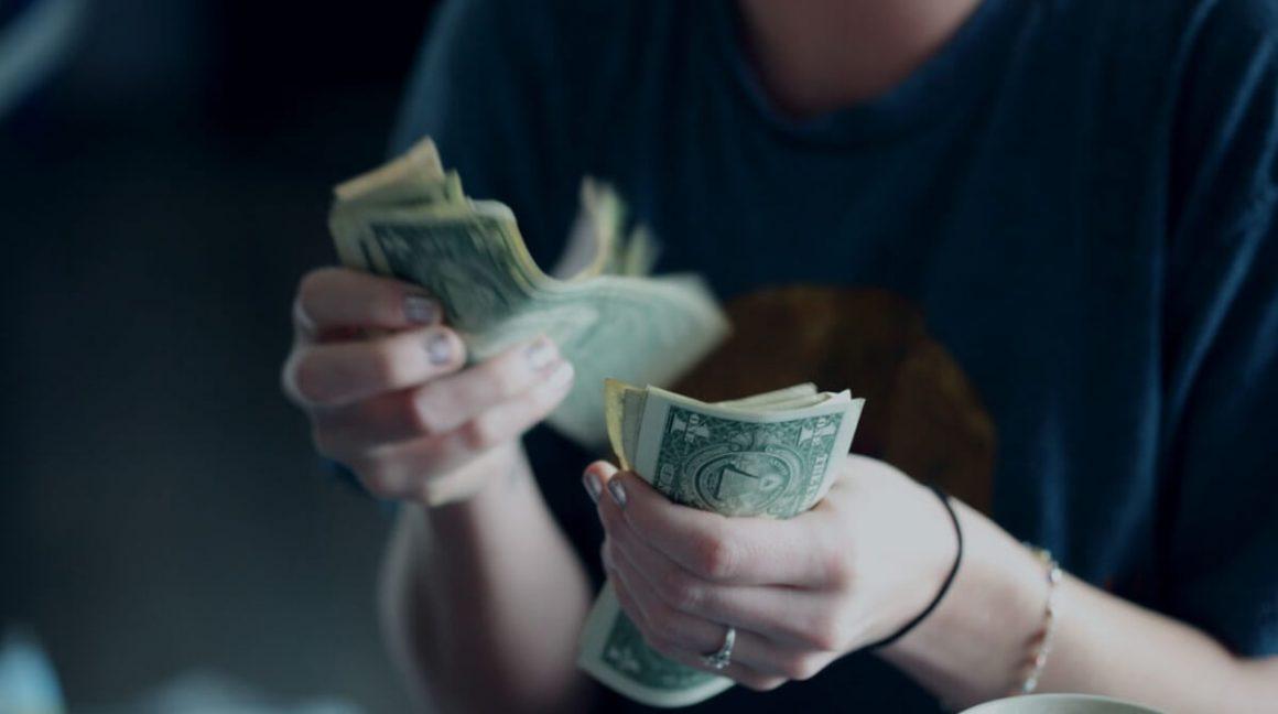 Músicos y podcasters ¿Y si se les paga igual?