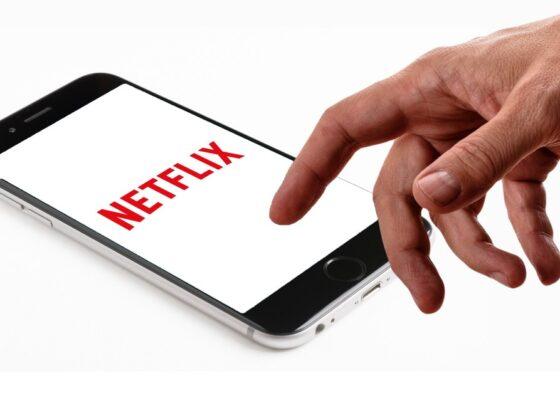 """Netflix prueba función para escuchar sus """"series"""" y películas como podcasts"""
