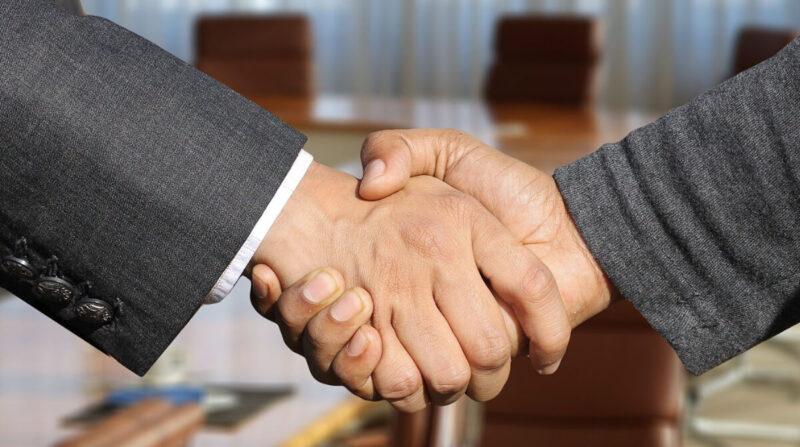 iHeartMedia y Podimo firman acuerdo