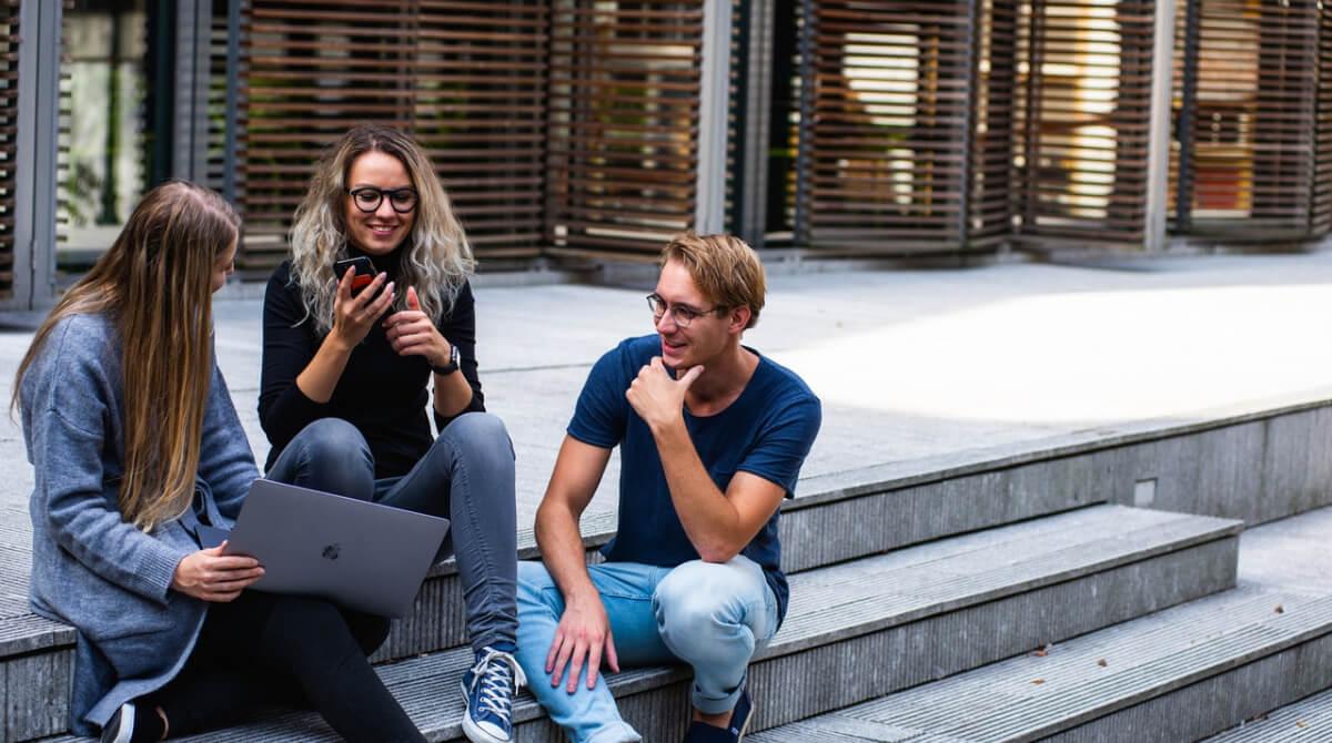 os millennials y la generación Z dicen adiós a los medios de comunicación