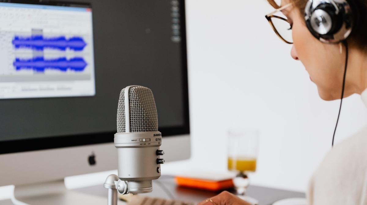 Pódcast chileno se convierte en éxito mundial y será adaptado al inglés